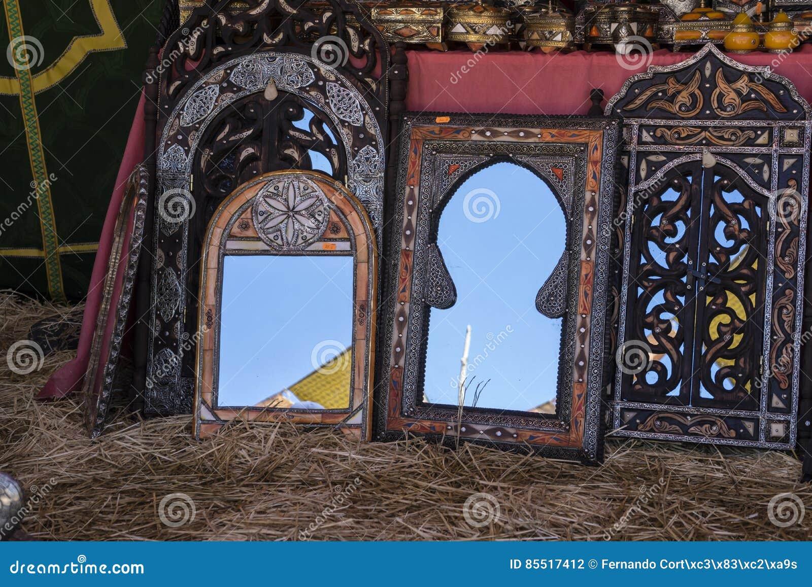 Arabische Handwerkkünste, Spiegel Mit Hand-geschnitzten Holzrahmen ...