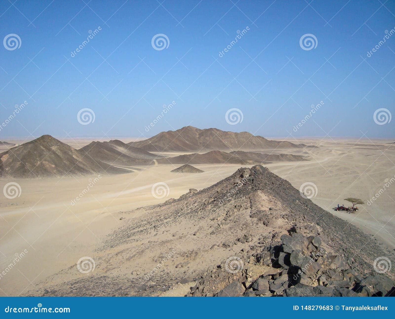 Arabische W?ste Die Ansicht von der Spitze des Berges