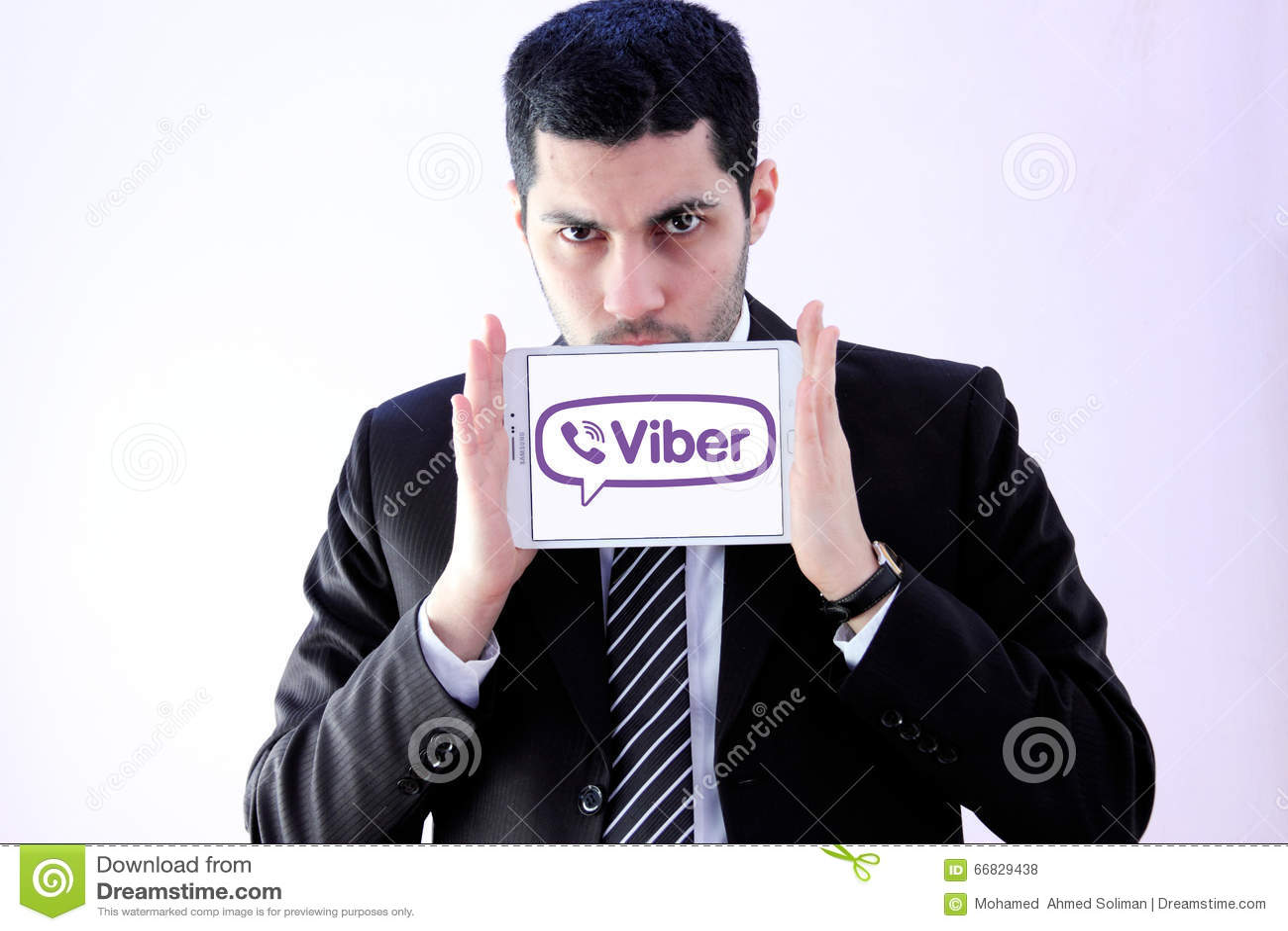 Arabischer Geschäftsmann mit viber