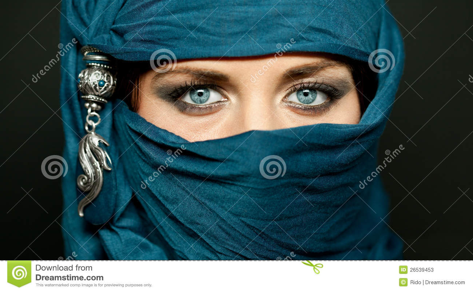 Arabischer Mädchenflüchtiger blick