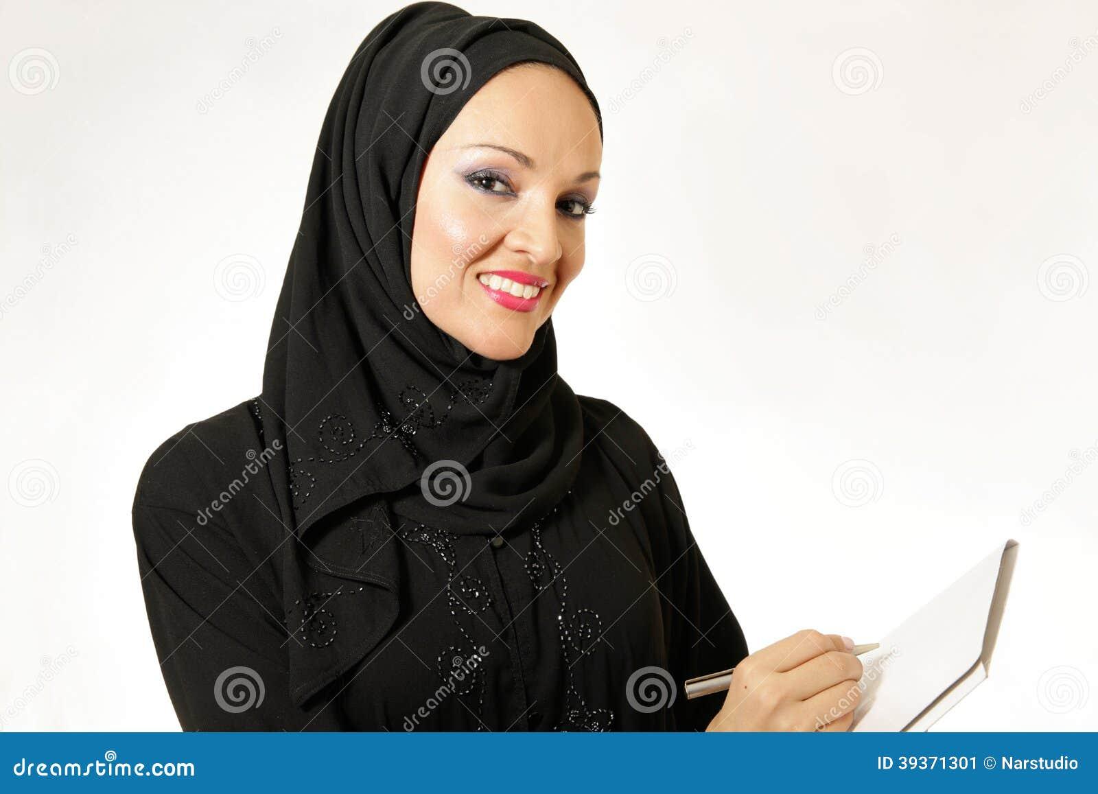 Arabisk kvinna, traditionellt klätt som skriver