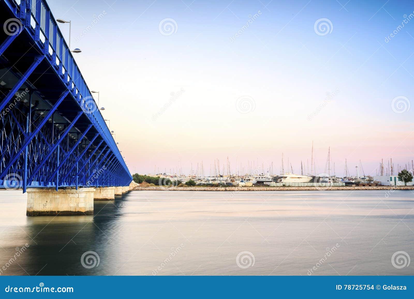 Arade flodkustlinje i Portimao, Algarve, Portugal