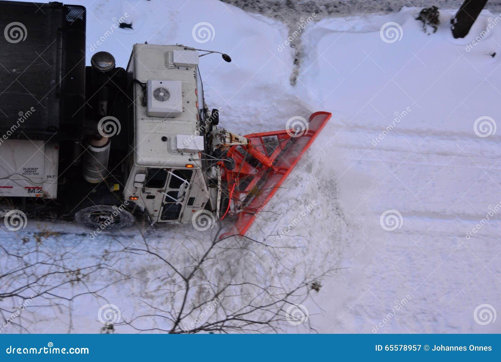 Arado de neve em Manhattan New York