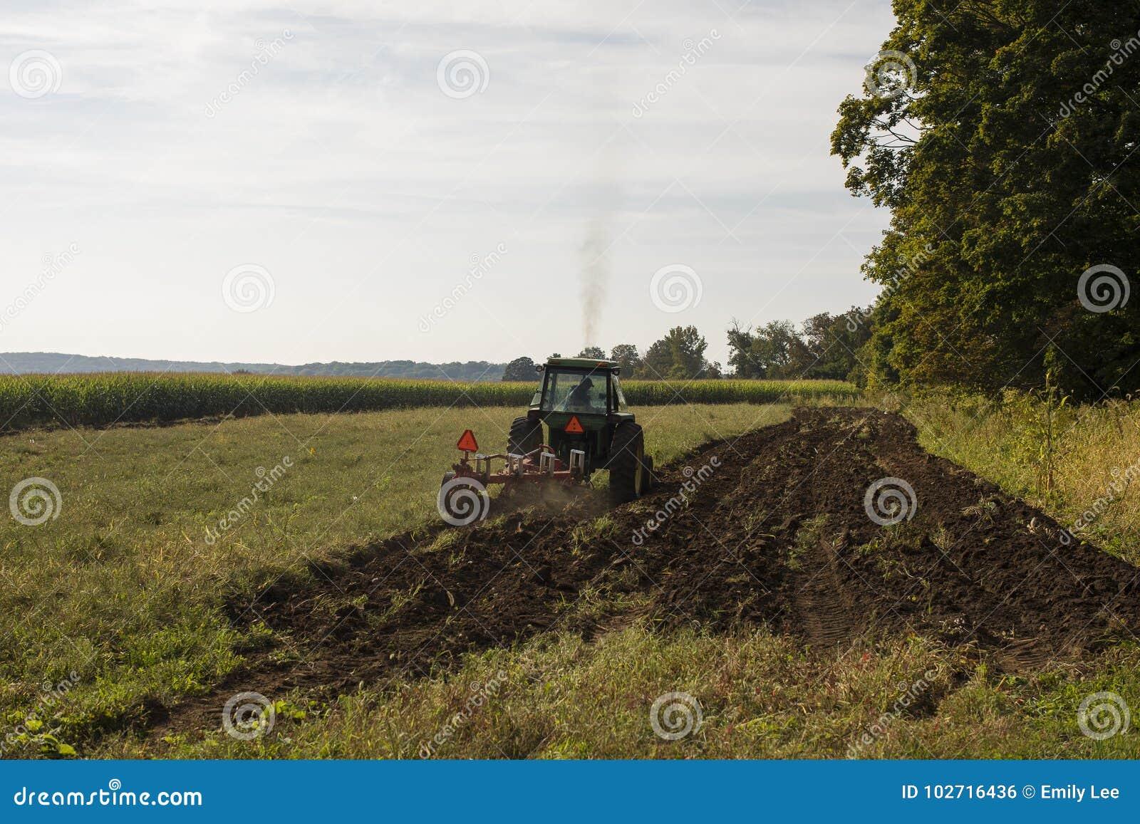 Arado del tractor