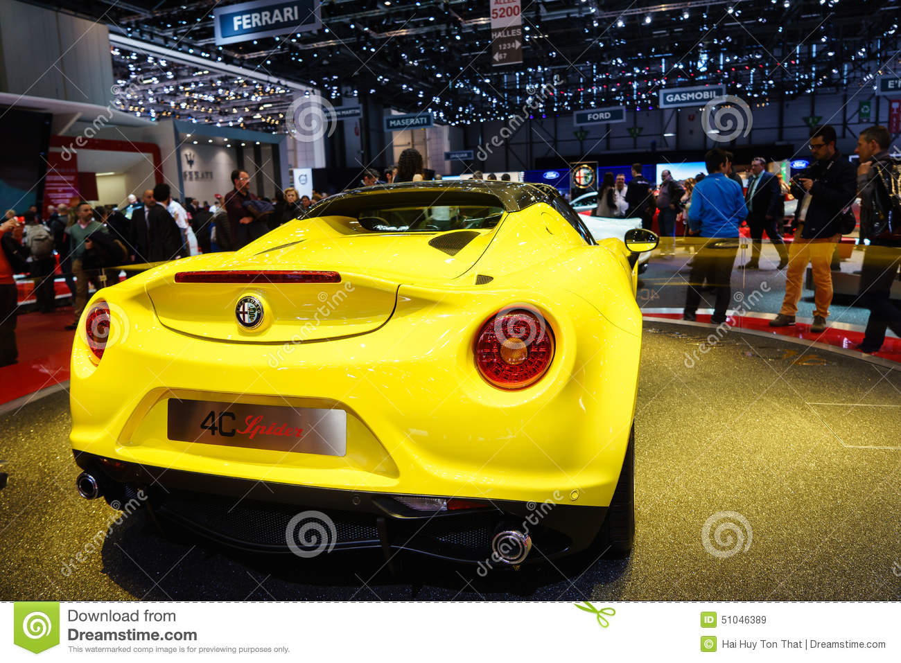 araign e d 39 alfa romeo 4c salon de l 39 automobile geneve 2015 image stock ditorial image 51046389. Black Bedroom Furniture Sets. Home Design Ideas