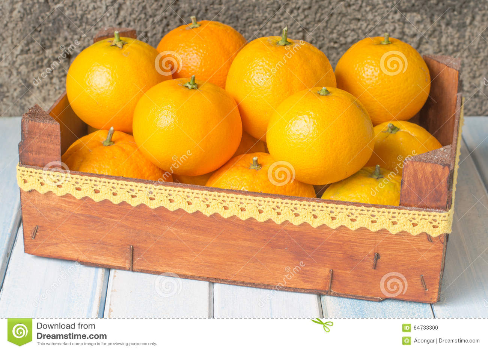 Arance fresche in scatola di legno