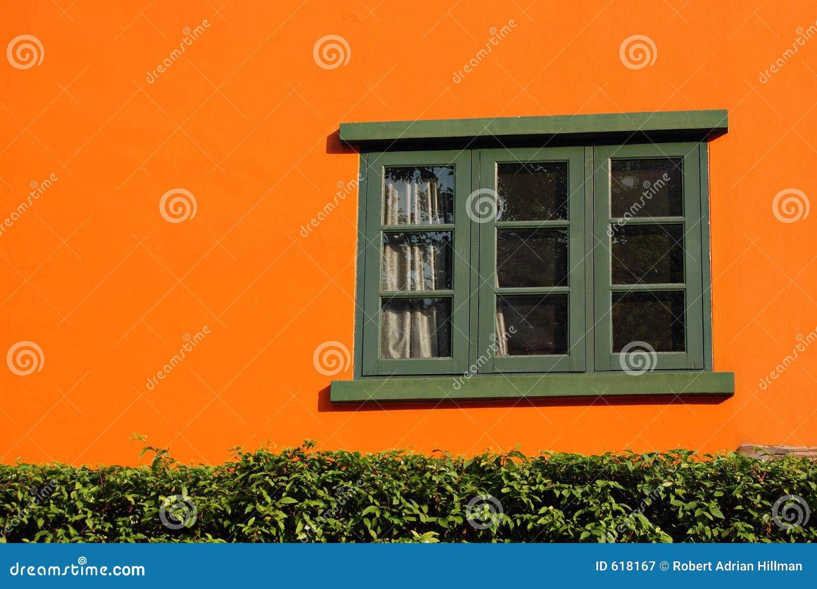 Arancio e finestra