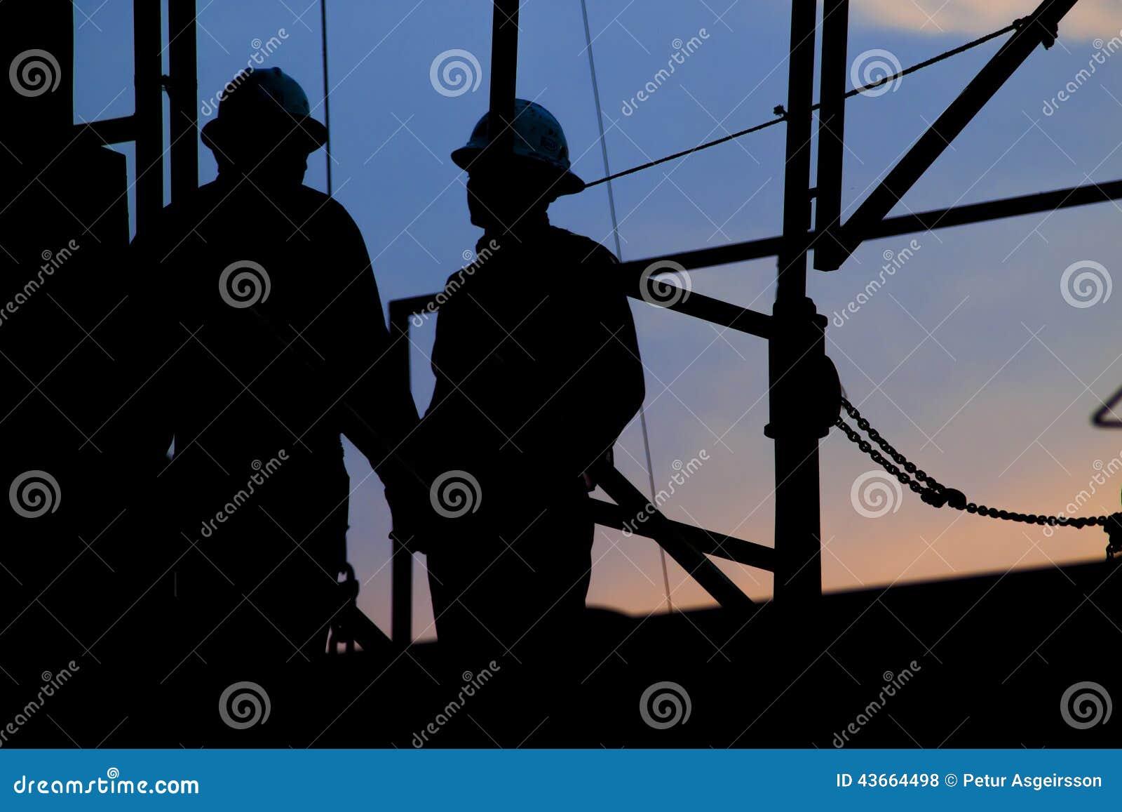 Arbeiders bij de installatie