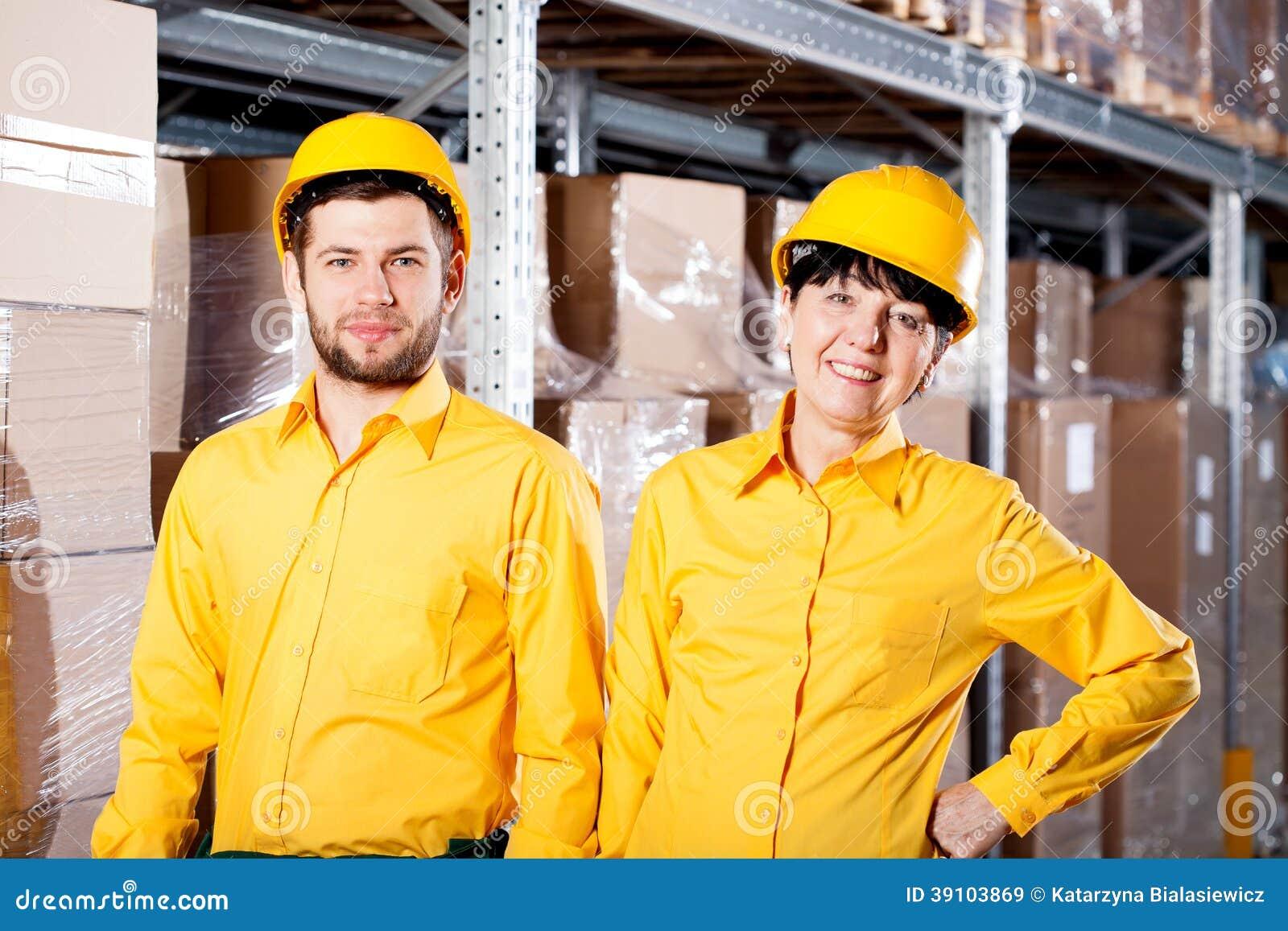 Arbeiders in pakhuis