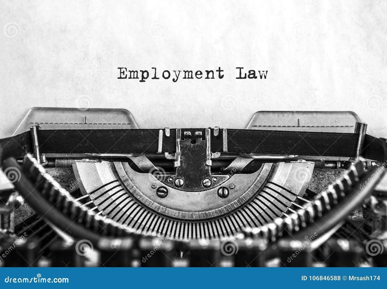 Arbeidsrechtwoord getypte woorden op een uitstekende schrijfmachine Sluit omhoog