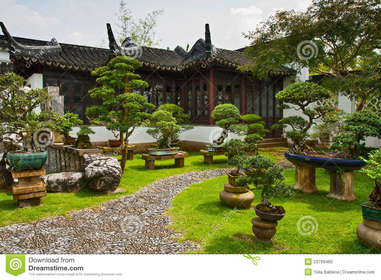 arbeiten ein bonsai singapur im garten stockfoto bild. Black Bedroom Furniture Sets. Home Design Ideas