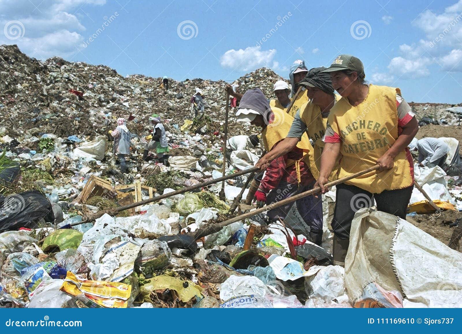 Arbeiten an paraguayischer Überlebensstrategie der Mülldeponie