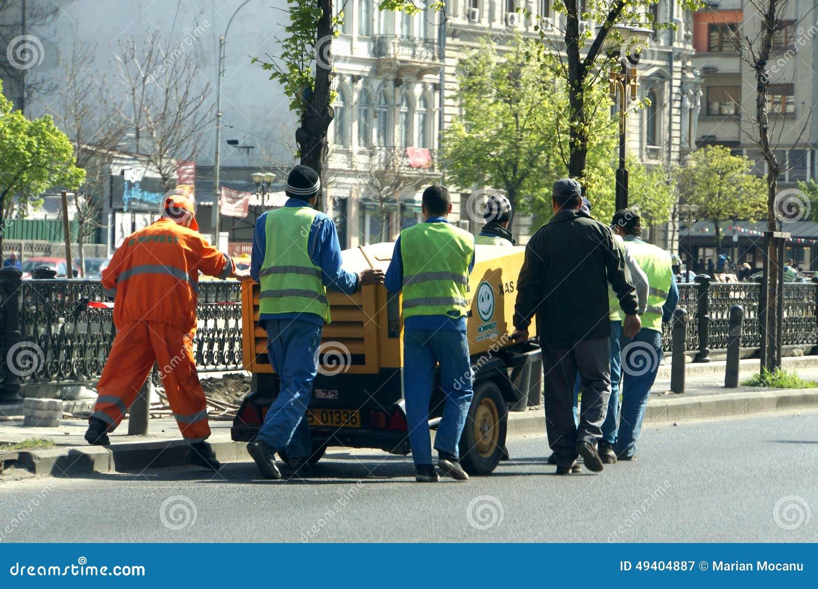 Download Arbeitskräfte redaktionelles stockfotografie. Bild von schwer - 49404887