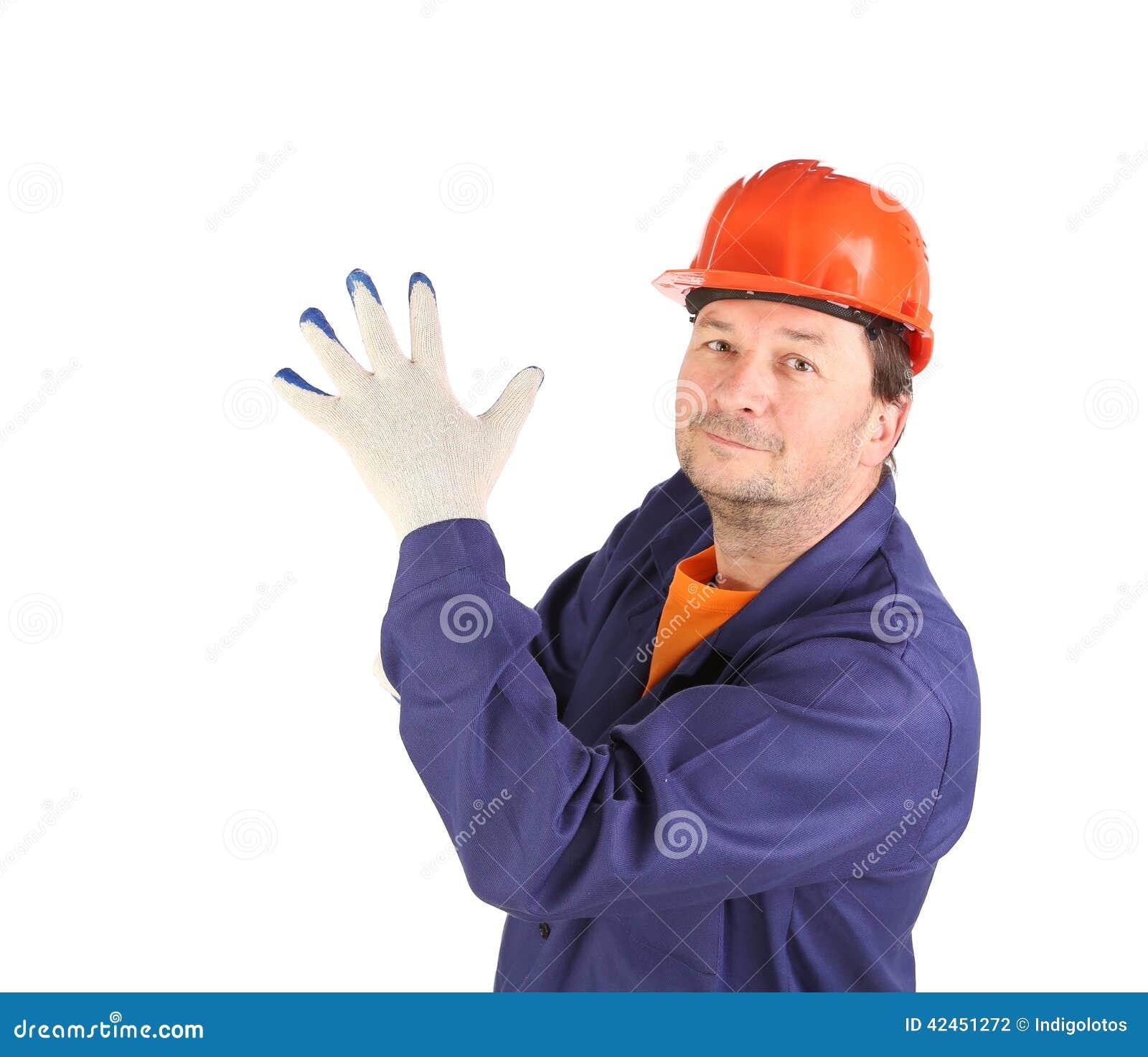 Arbeitskraft, die auf Gummihandschuh sich setzt