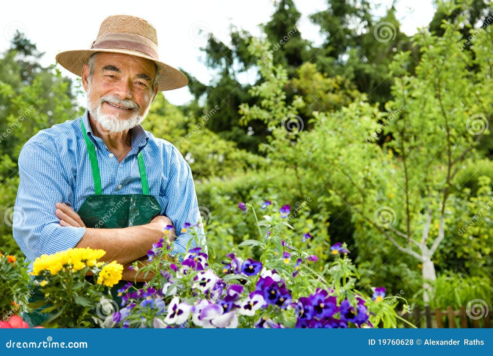 Arbeta i trädgården manpensionär