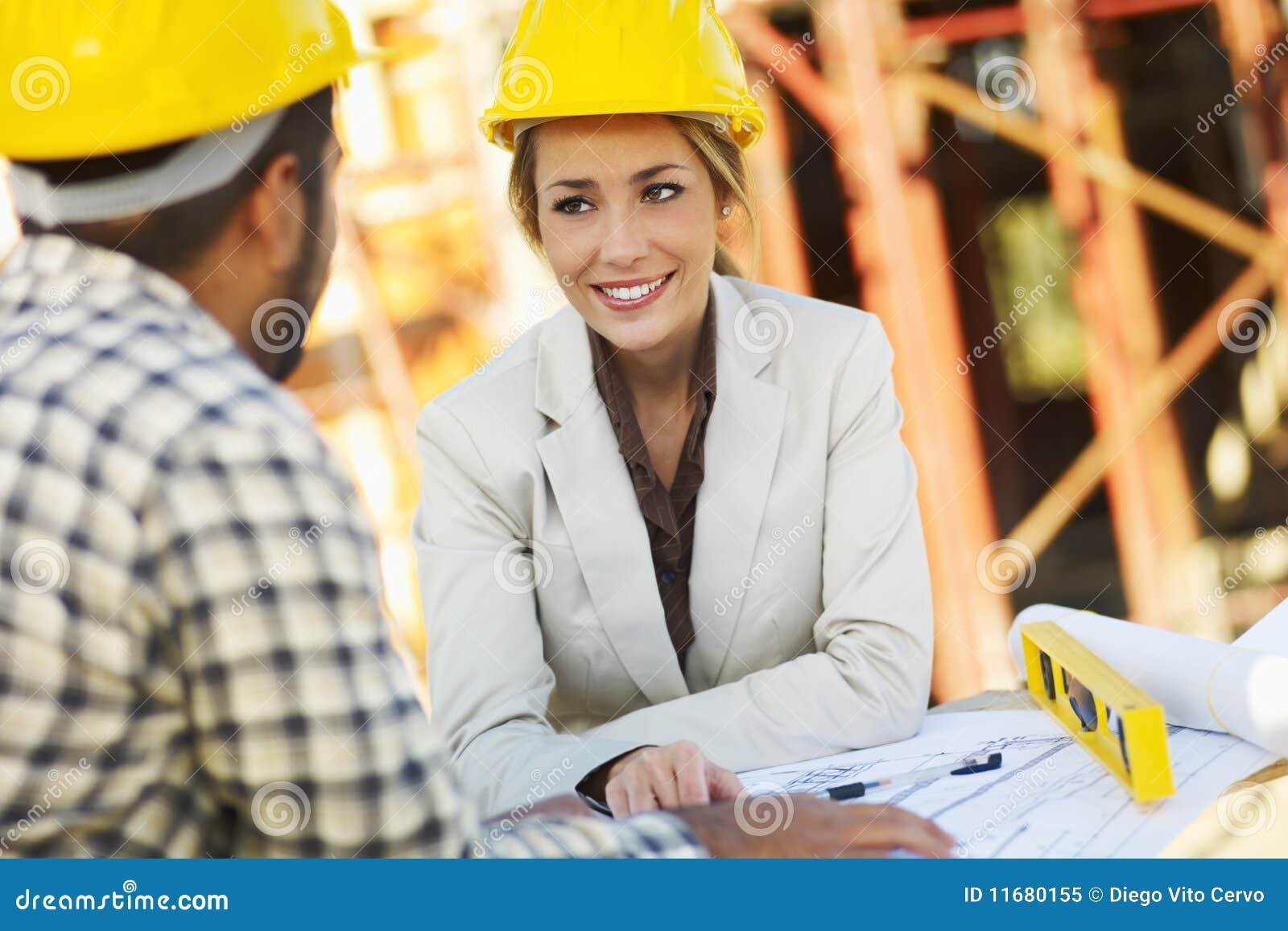 Arbetare för arkitektkonstruktionskvinnlig