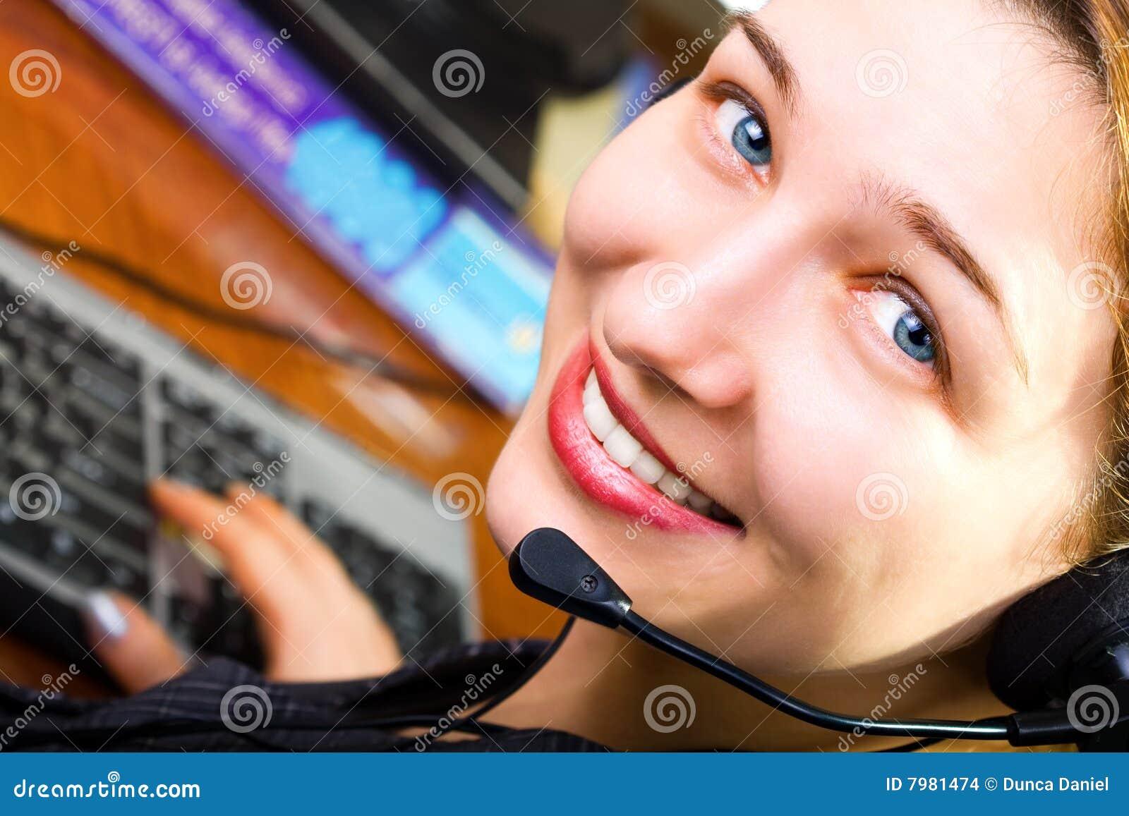 Arbetare för service för kundkvinnlig vänlig trevlig