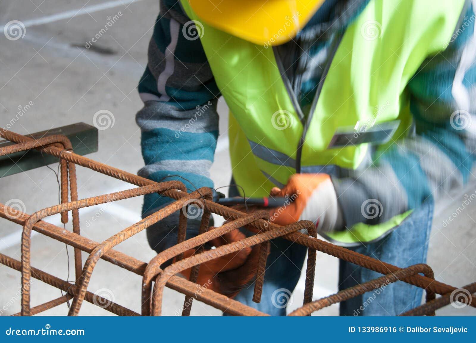 Arbetare på konstruktionsplatsen