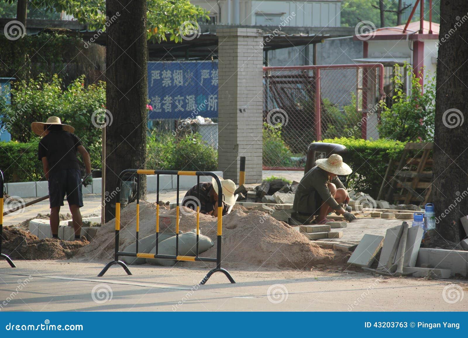 Download Arbetarna Lägger Vägar I Shenzhen Redaktionell Arkivfoto - Bild av väg, omväg: 43203763