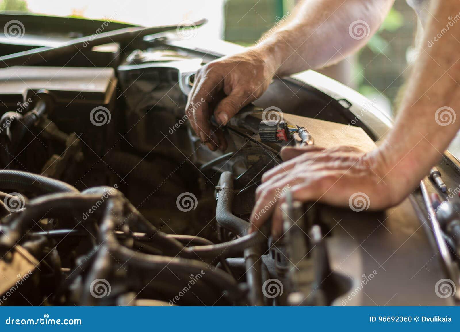 Arbete för auto mekaniker