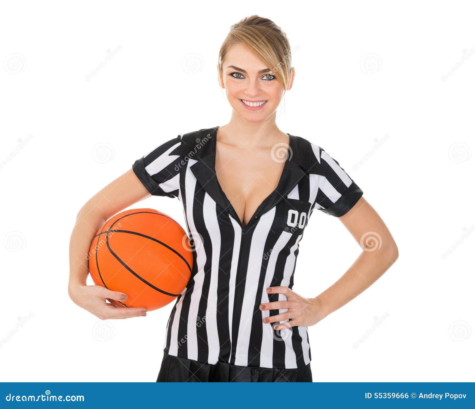 Arbitro con pallacanestro arancio
