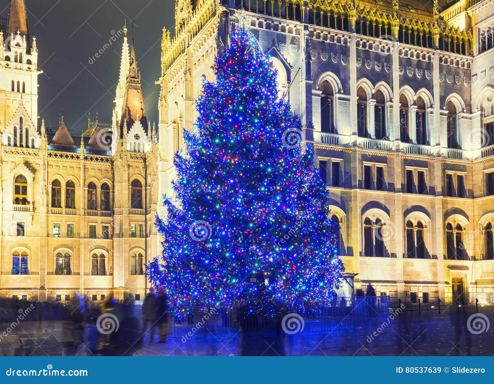 Arbre de Noël en Front Off Parliament Building