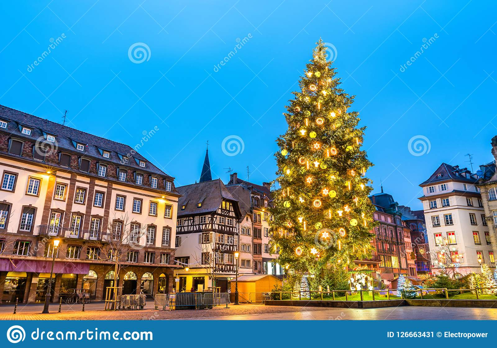 Arbre de Noël sur l endroit Kleber à Strasbourg, France