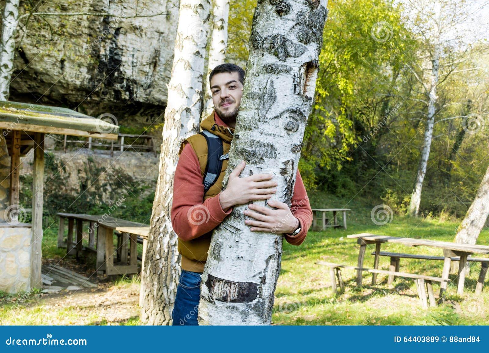 Arbre Hugger Nature affectueuse