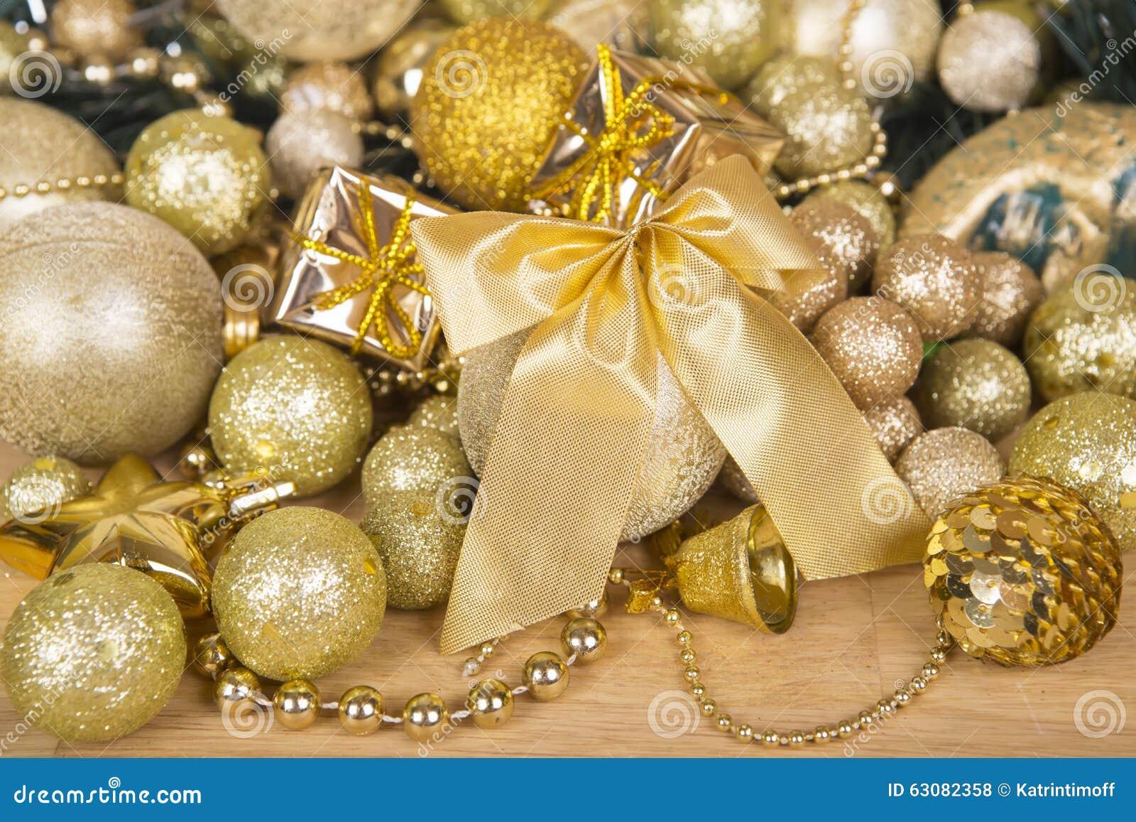 Download Arc D'or De Noël Sur La Surface En Bois Photo stock - Image du ampoule, magie: 63082358