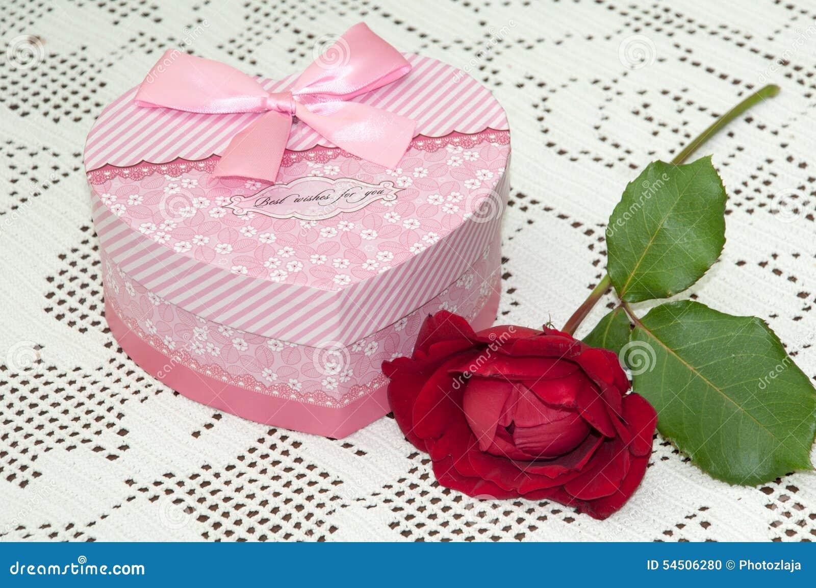 ARC DE CADEAU DE BOÎTE DE ROSE DE ROSE ROUGE