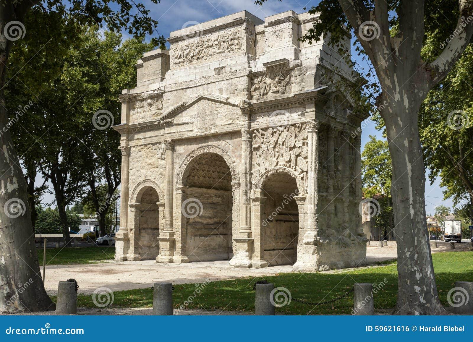 Arc de triumph dans la ville orange france du sud photo stock image du histoire triomphal - Sud de la france ville ...