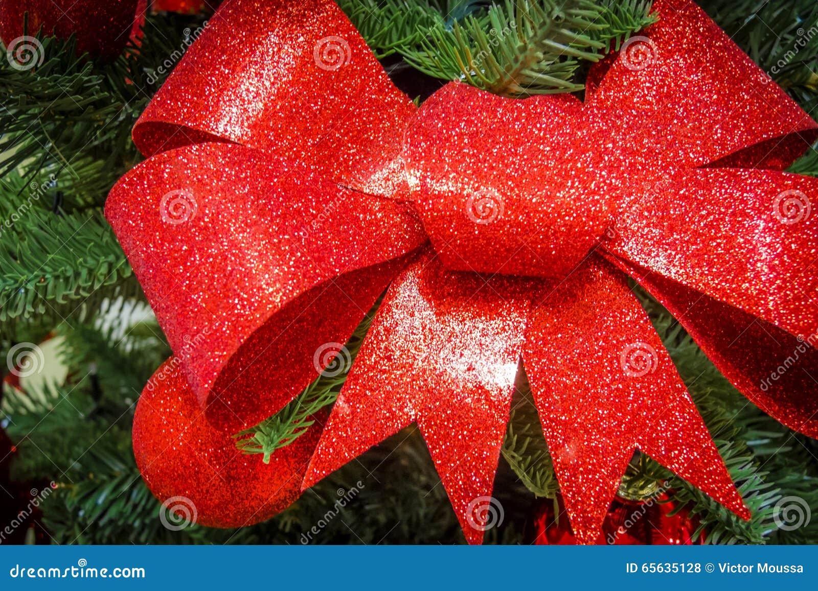Arc scintillant dans un arbre de Noël