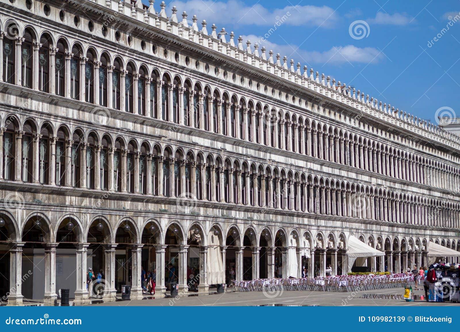 Arcades της πρόσοψης στην πλατεία SAN Marco στη Βενετία, Ιταλία