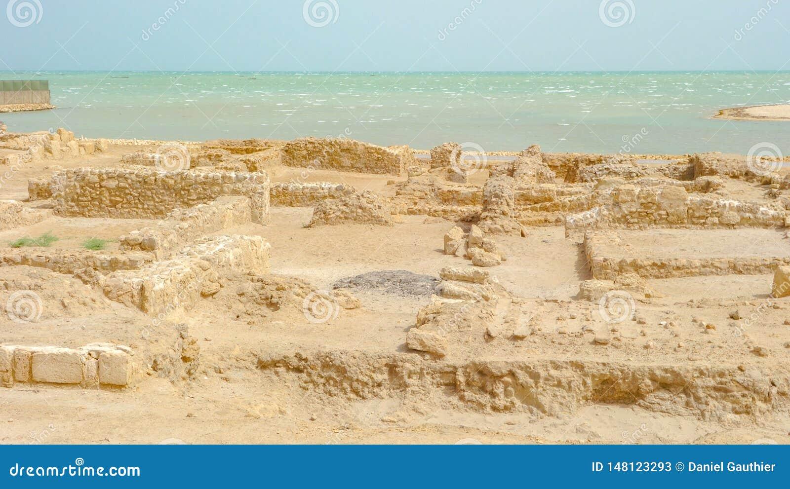 Archäologische Aushöhlungen, Qal 'bei Albahrain