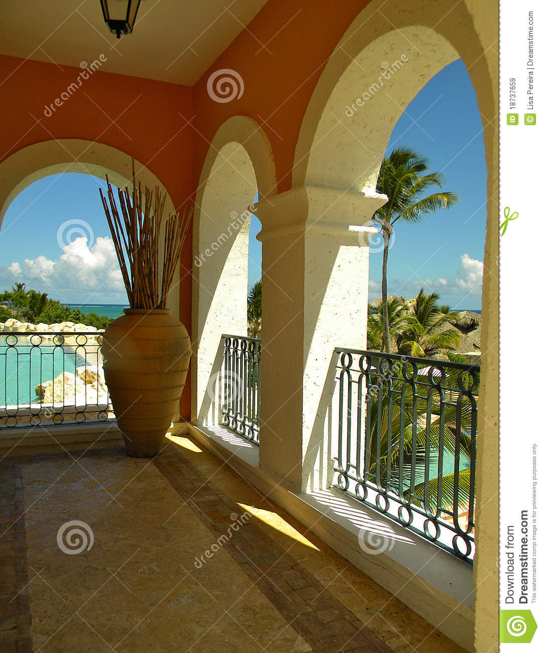 Arch Balcony In Secrets Sanctuary Resort Dr Royalty Free Stock Images Image 18737659