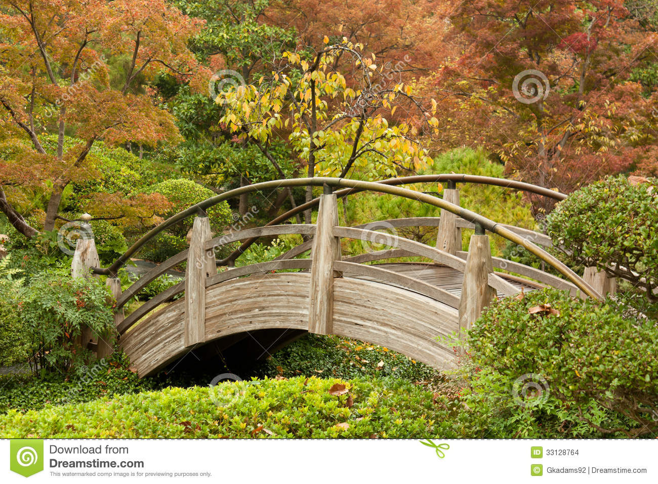Arch Bridge In A Japanese Garden Stock Images - Image ...