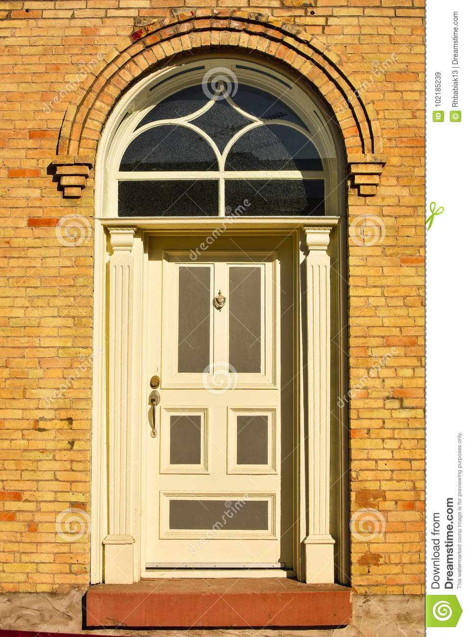 Exceptionnel A White Door In An Old Arched, Brick Doorway Frame In An Old Building With  An Arched Window Above The Door.