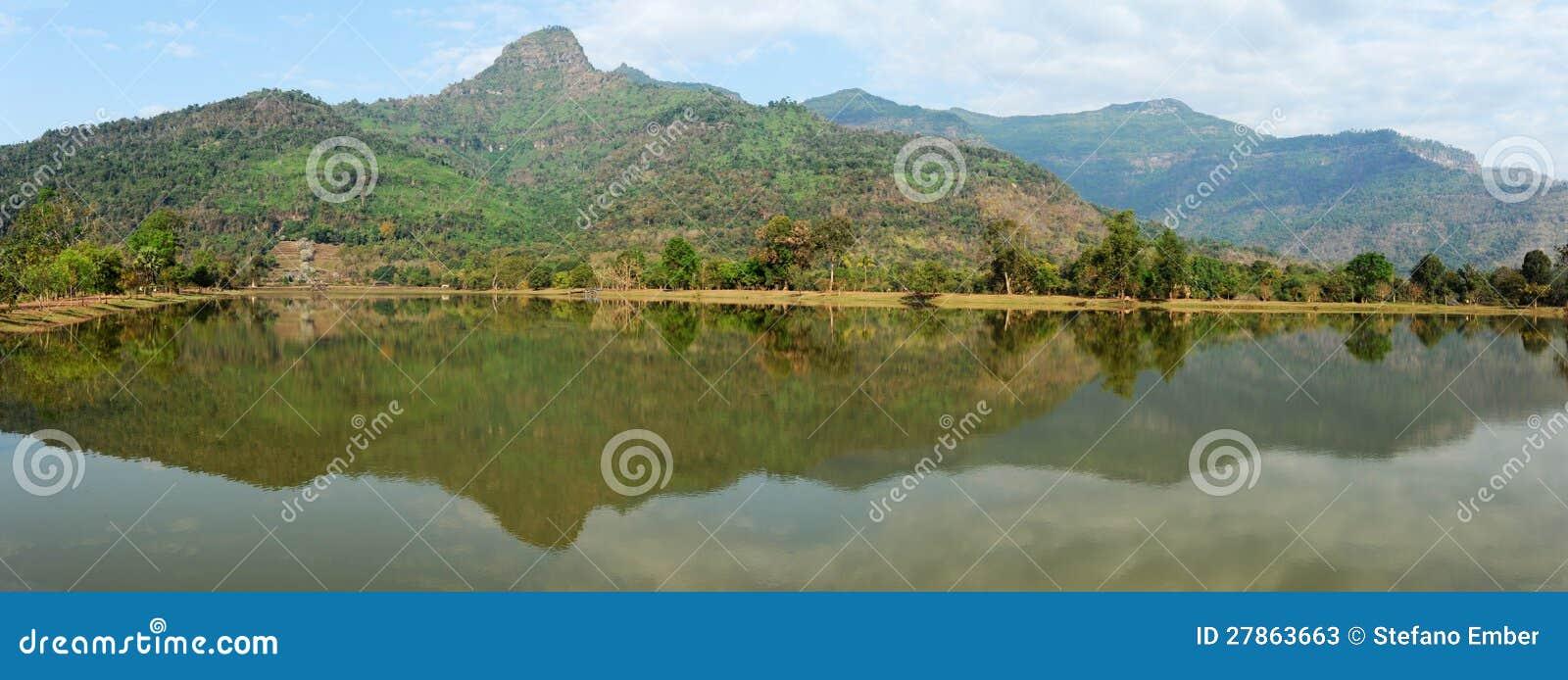 Archeologiczny miejsce jezioro Wat Phu