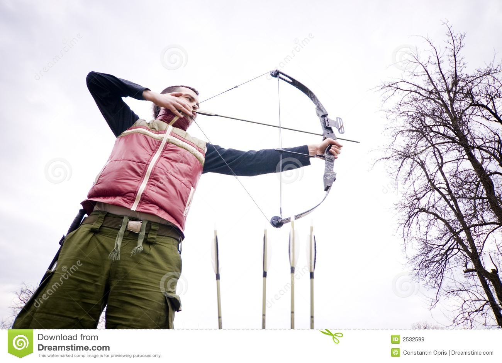 Archer que toma puntería