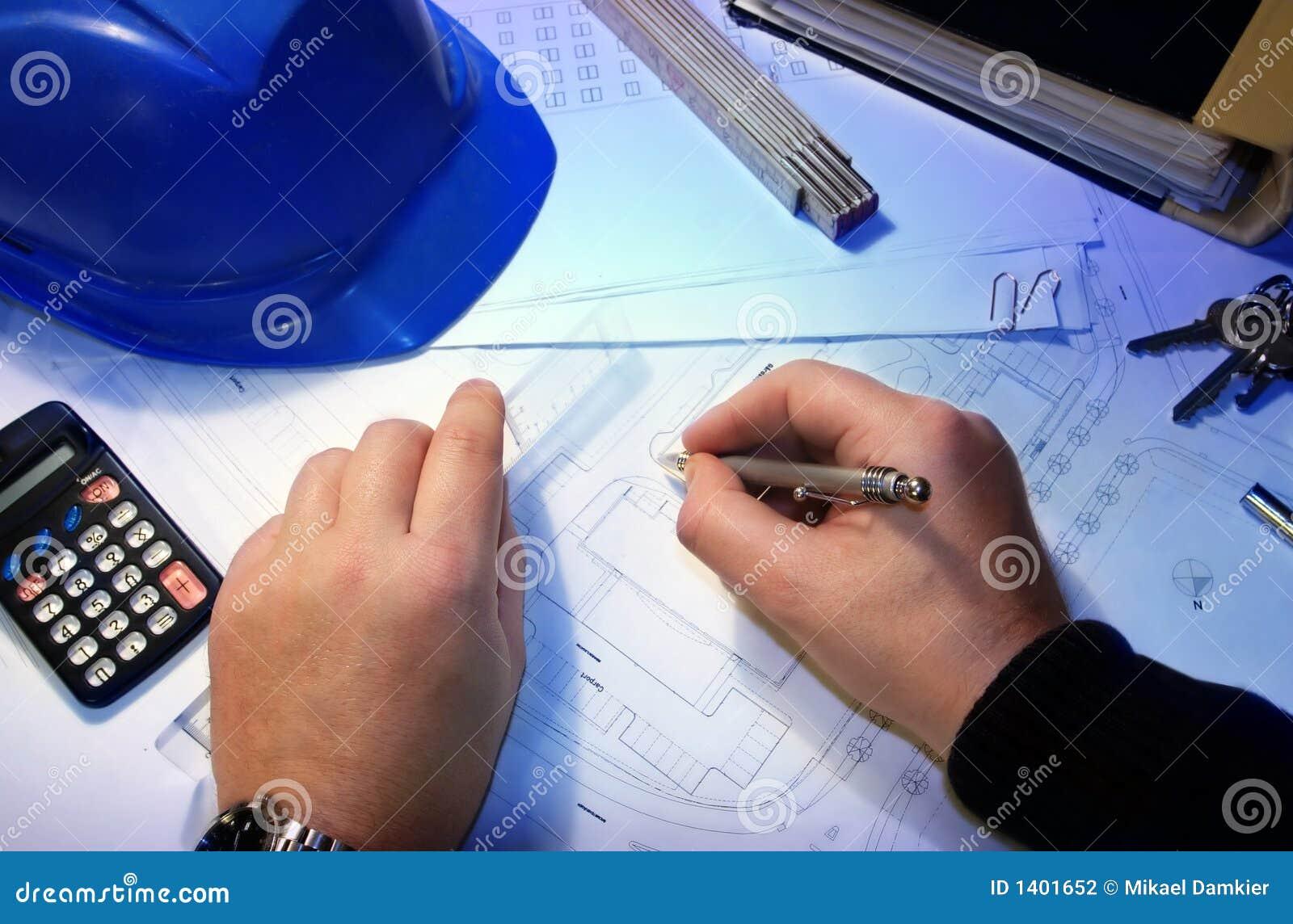 Architecte avec un plan