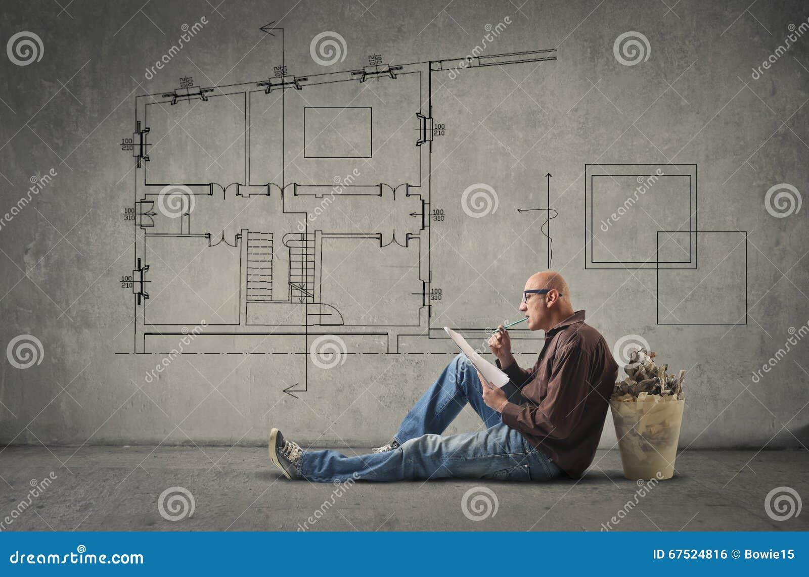 Architecte concevant une maison