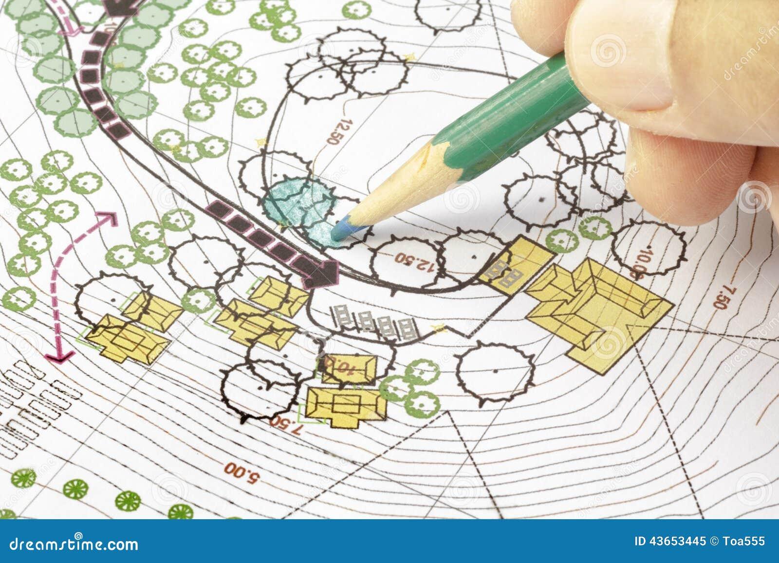 Architecte paysagiste designing sur le plan image stock for Site de paysagiste