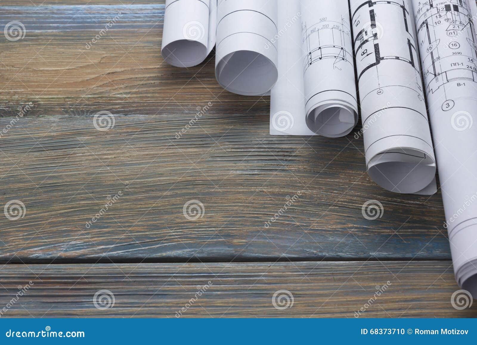 Architecten worplace hoogste mening Architecturaal project, blauwdrukken, blauwdrukbroodjes op houten bureaulijst bouw
