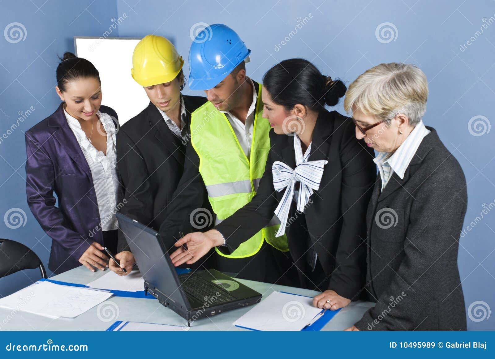 Architectes ayant l équipe de bureau de contact