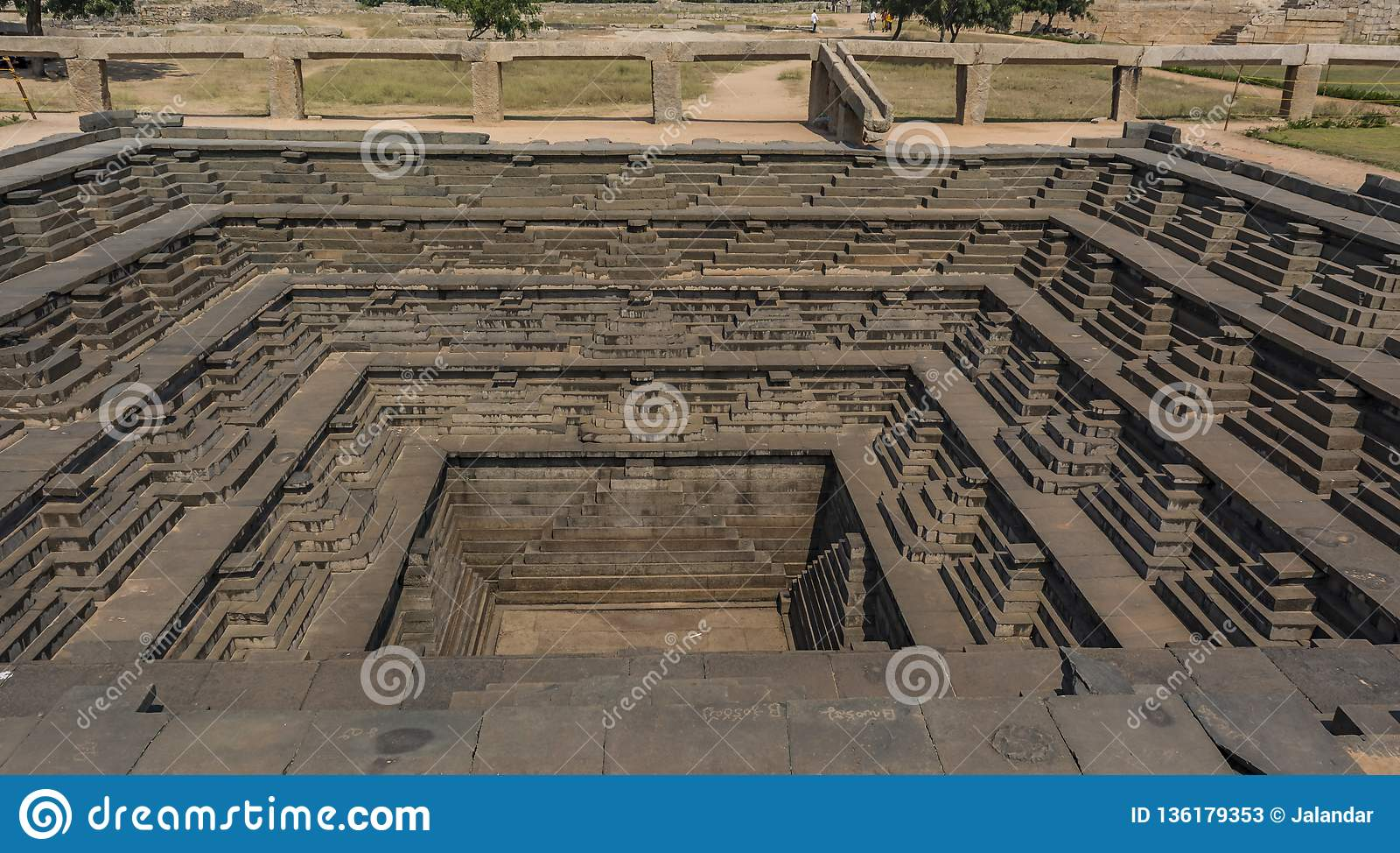 Architecture de puits public de bain et d étape - Pushkarani