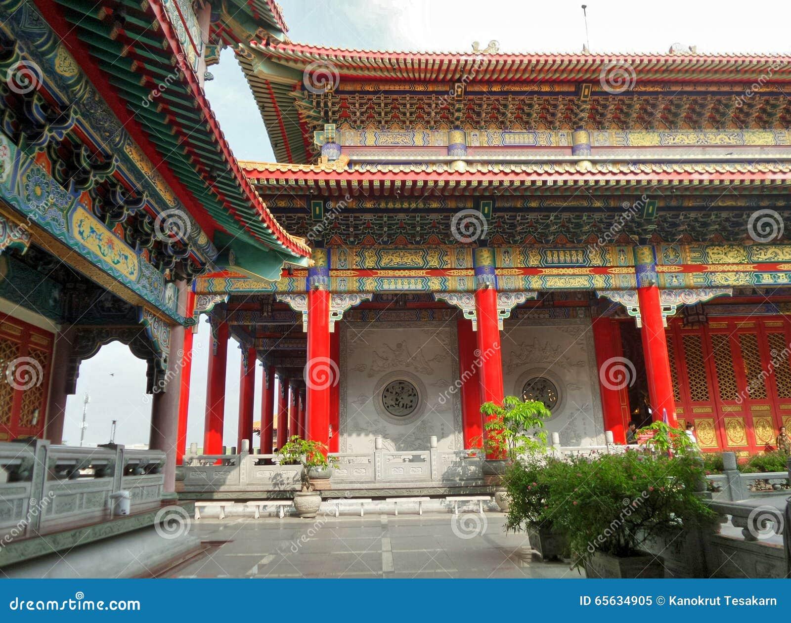 Architecture de style chinois et jardin de Dragon Temple