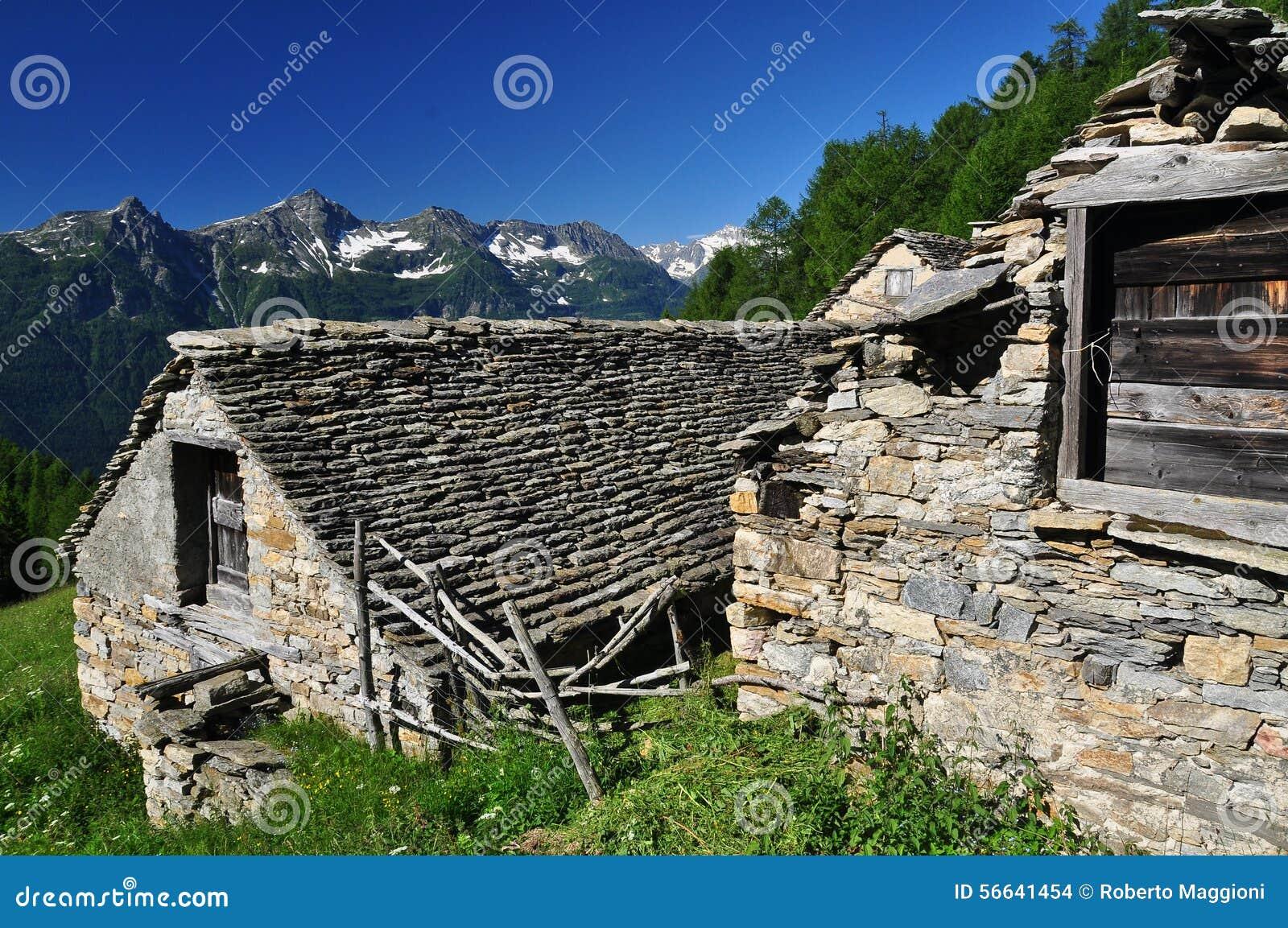 Architecture en pierre traditionnelle de montagne maison for Architecture traditionnelle