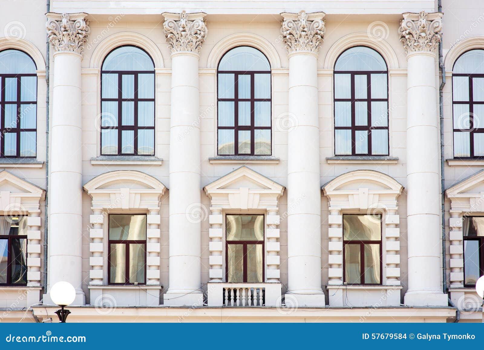 Architecture et fen tres de style antique de la for Architecture fenetre
