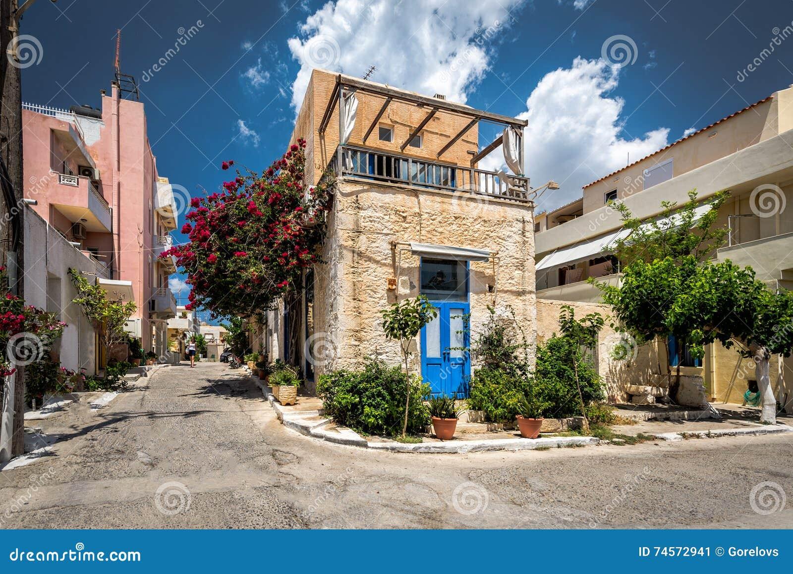 Architecture grecque traditionnelle de ville de paleochora for Architecture grec