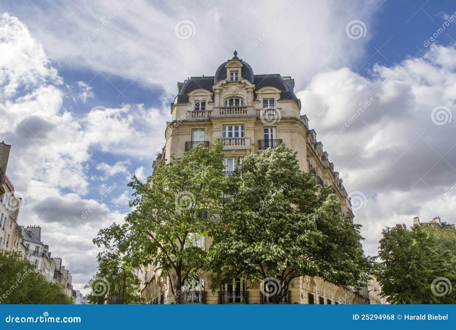 Architecture parisienne type photos libres de droits for Architecture parisienne